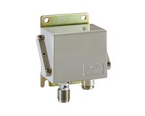 Датчик давления Danfoss EMP 2 (0-4 бар), относительное, 4-20 мА, G 1/2 A/G 1/4, кабельный ввод Pg 13 (084G2106)